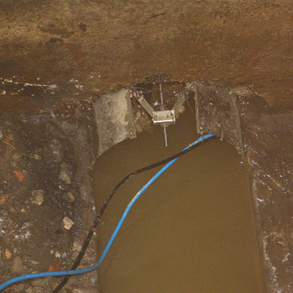 Installing cables in metal pipe