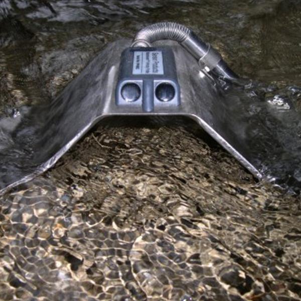 Metal mount in water